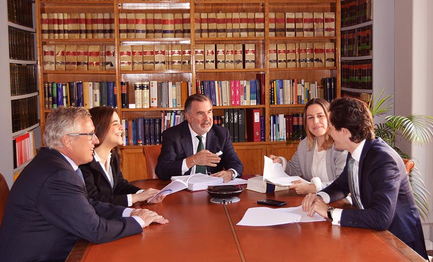 Equipo-Abogados-despacho-licitacion-arbitraje-Moscardo-Legal